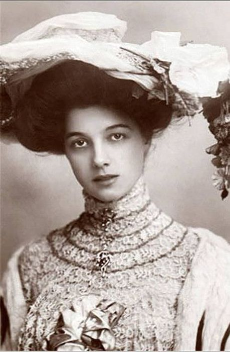 Models From a Hundred Years Ago (10 pics)