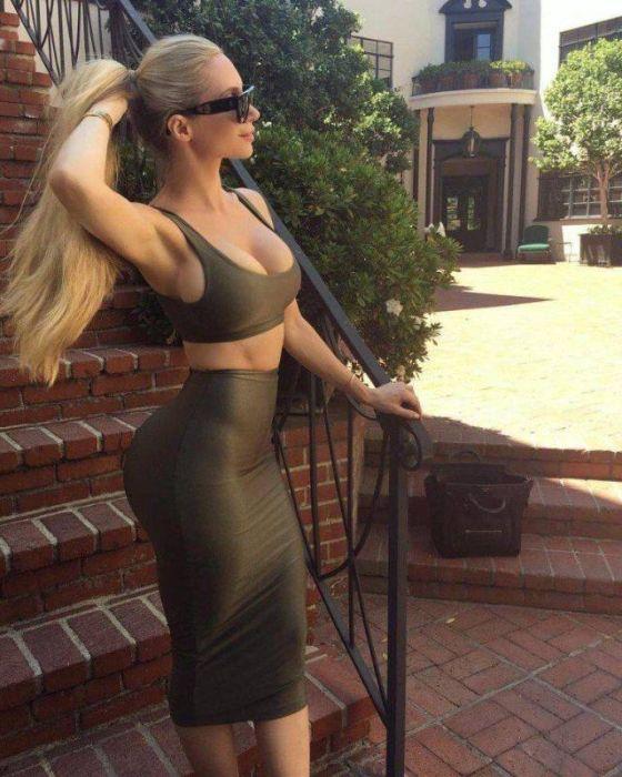 Girls In Tight Dresses (47 pics)