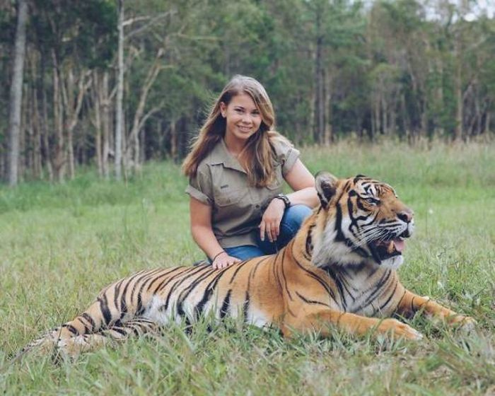 Steve Irwin's Daughter Is Going In Her Father's Footsteps (23 pics)