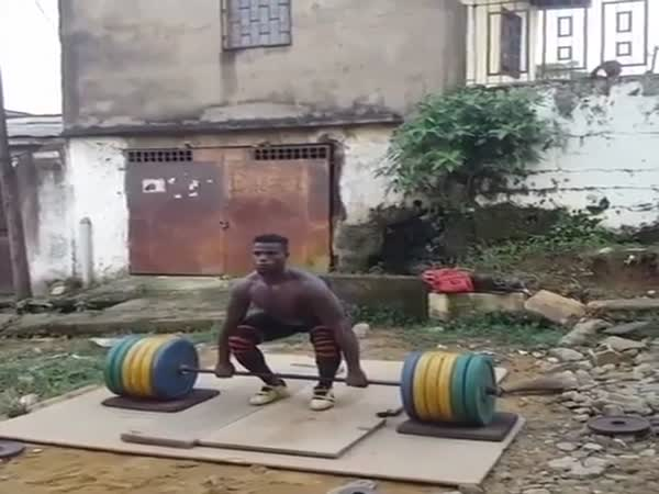 Guy Making Workout in The Garden