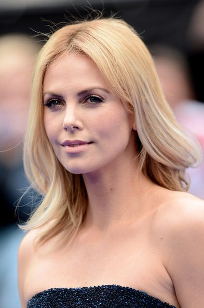 Charlize Theron Gained 50lb (22.6kg) For Film Role By Eating Mac And Cheese At 2am (3 pics)