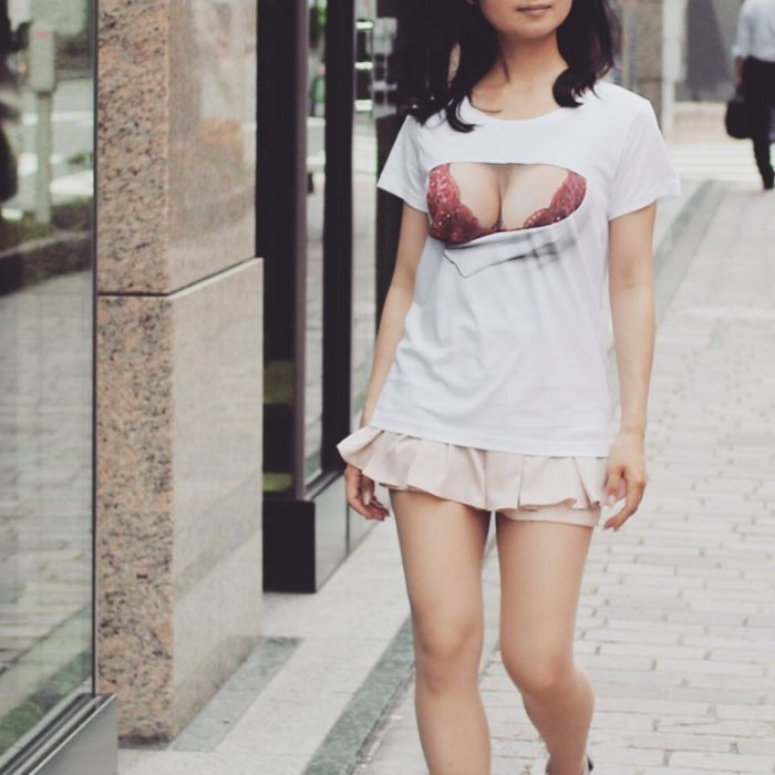 Sexy T-shirts With Optical Illusions (10 pics)