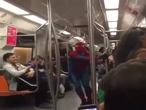 Spiderman Dancing Scooby Doo Pa Pa in Subway