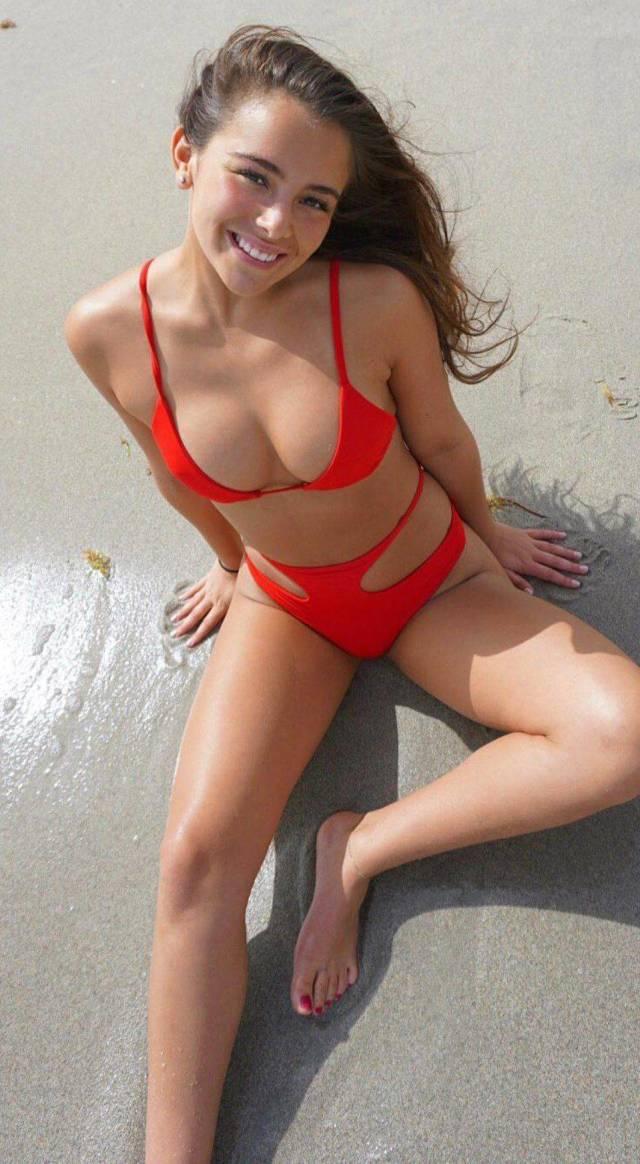 Bikini Girls 49 Pics-7298