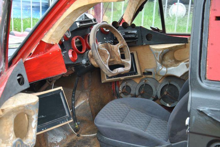 Strange Six-wheeled Car (4 pics)