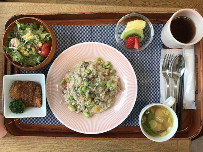 Casual Japanese Hospital Food (19 pics)