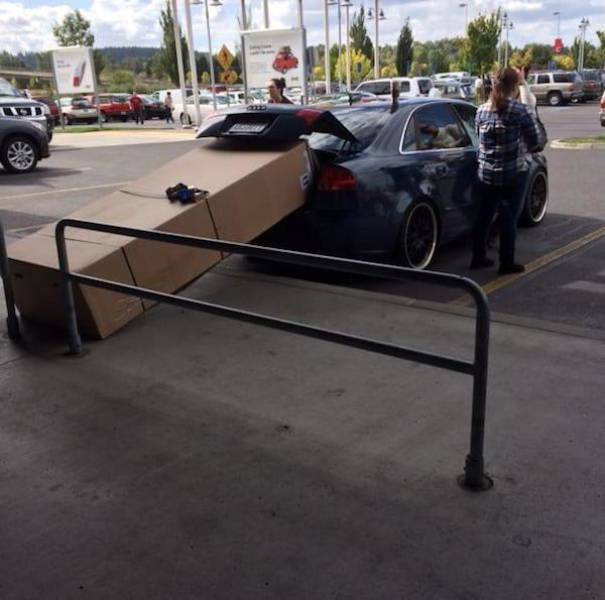 They Really Tried To Fit It In (27 pics)