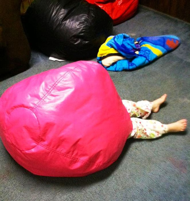 Children Playing Hide And Seek (24 pics)