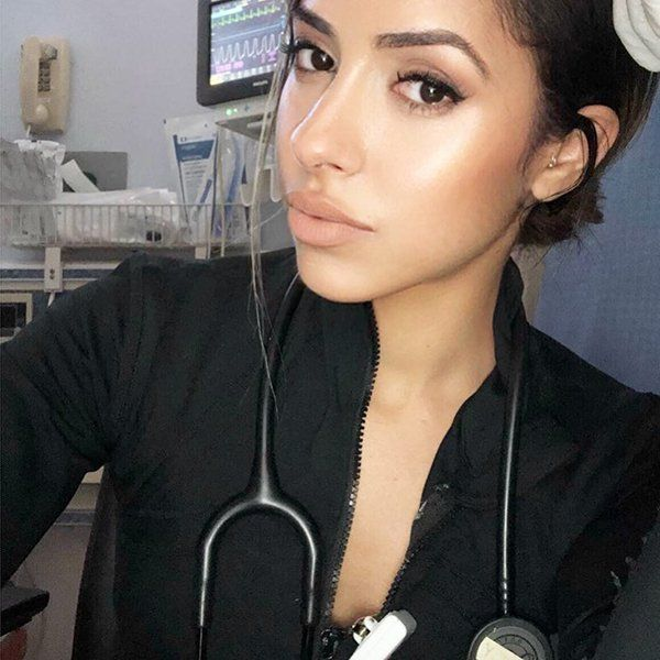 Beautiful Nurse (20 pics)