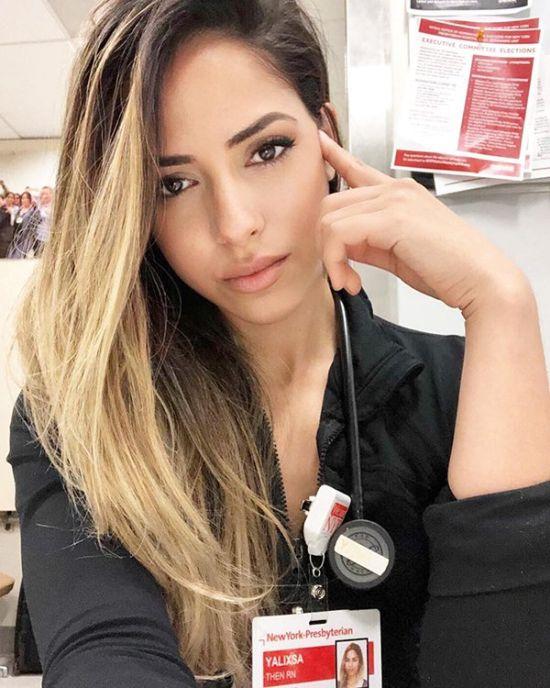 Beautiful Nurse (20 pics)