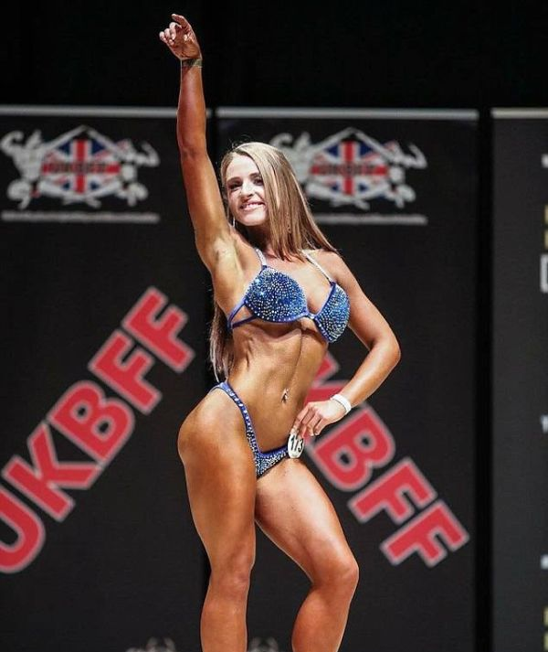 Fat Woman Becomes Bikini Bodybuilder (8 pics)