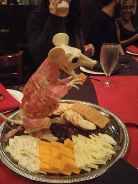 Restaurants That Have Went Too Far To Attract Customers With Their Food (37 pics)