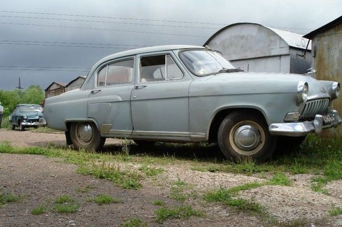 Restoring An Old Soviet Car (16 pics)