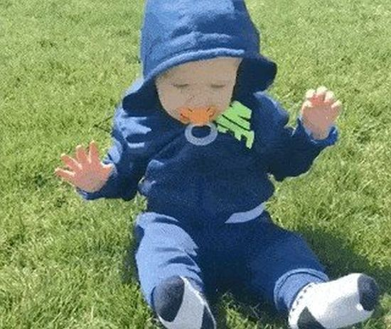 Babies And Grass Is A Funny Combination (10 gifs)
