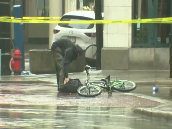Man Tackled By Milwaukee Police After Grabbing Suspicious Package