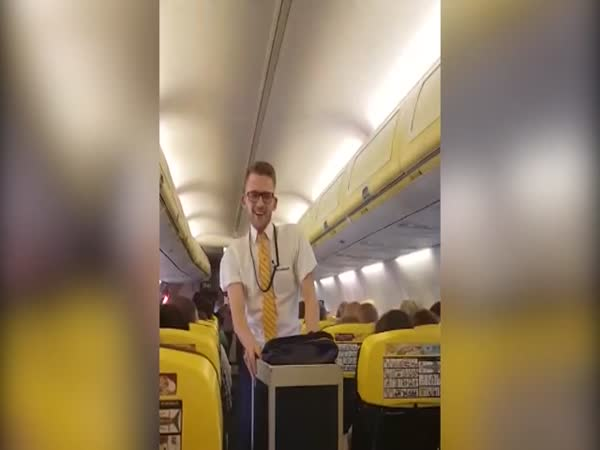 Ryanair Steward Dances to Britney Spears' Toxic