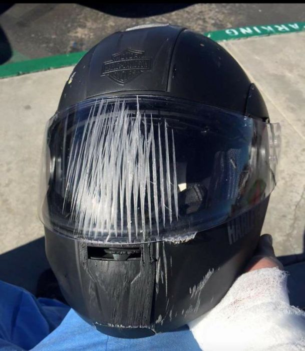 When Helmets Save Lives (19 pics)