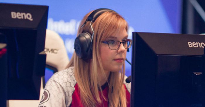 Hot Pro Gamer Girls (10 pics)