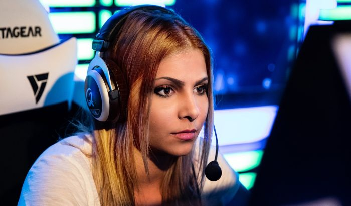 Hot Pro Gamer Girls (10 pics)