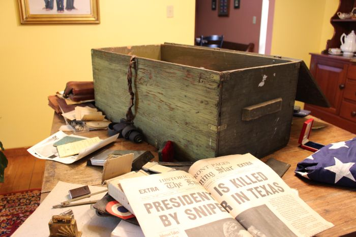 A Guy Rescued This Old Trunk From A Dumpster And Gave It Back To Its Owner (15 pics)