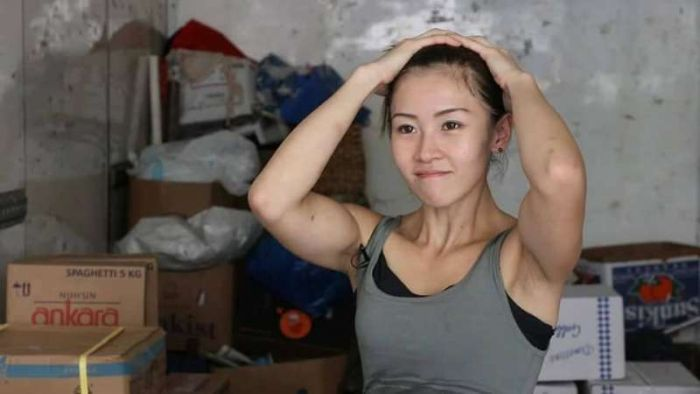 This Girl Has A Tough Job (14 pics)