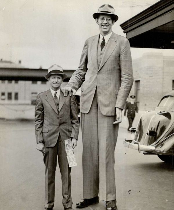 Robert Wadlow Was The World's Tallest Man at 8ft 11in (2,7m), But Died At The Age Of 22 (14 pics)
