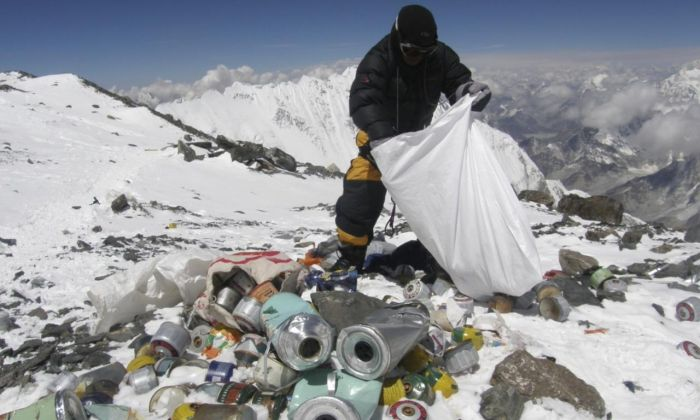 Everest Is Full Of Trash (12 pics)