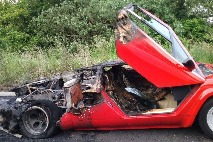 Wrecked Lamborghini (5 pics)