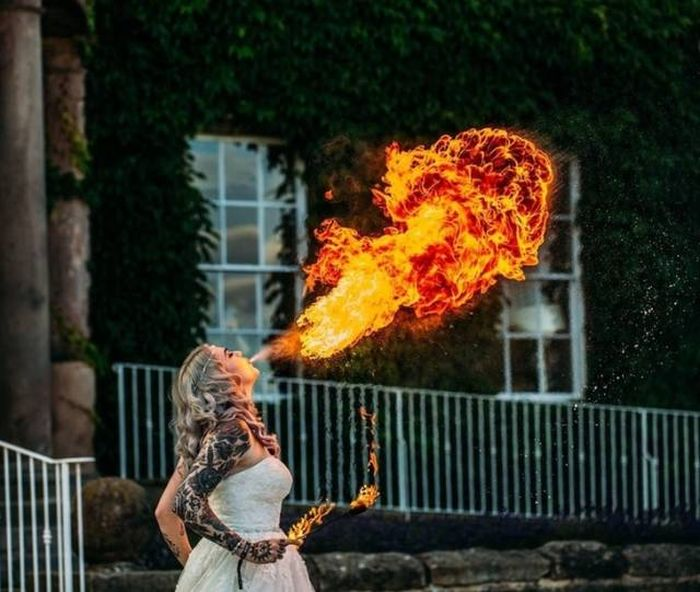 Funny And Strange Wedding Photos (29 pics)