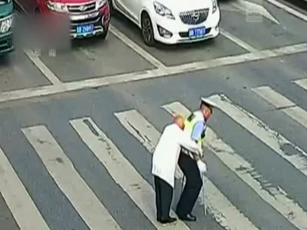 Chinese Police Officer Gives Piggyback to Old Man