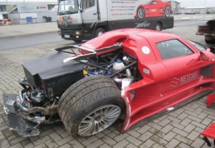 Crashed supercars (31 pics)