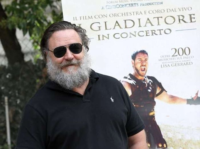 Russell Crowe Got Old (2 pics)
