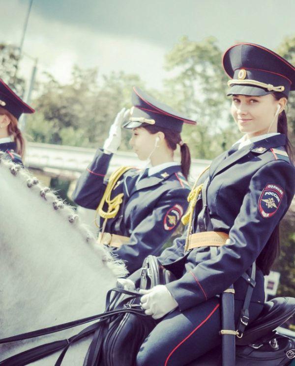 Beautiful Russian Police Girl (5 pics)