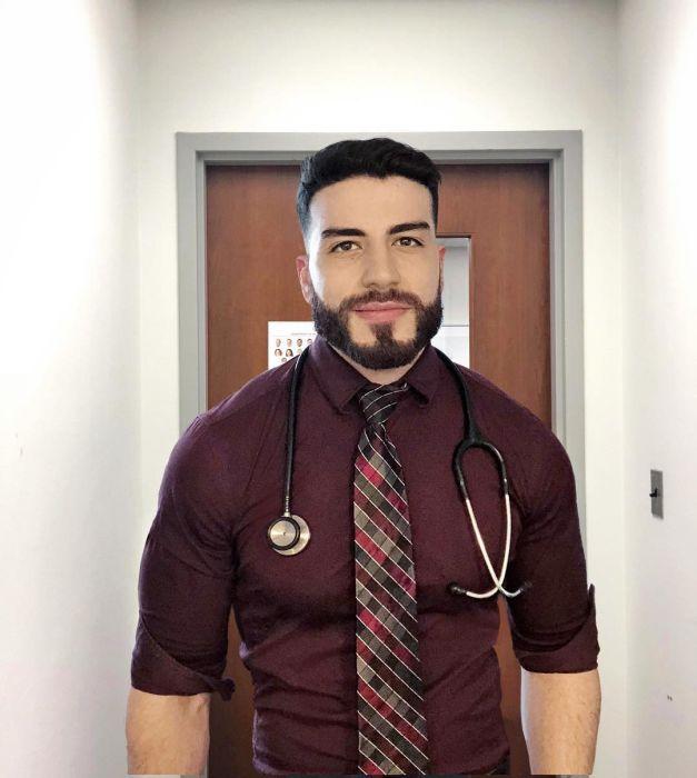 Hot Doctors (22 pics)