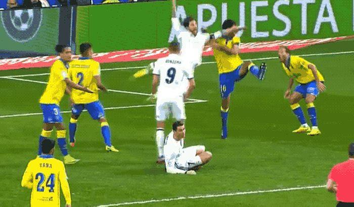 Soccer Flops (19 gifs)