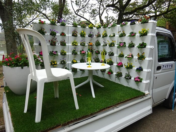 Japanese Compete To See Who Can Turn The Back Of Their Truck Into The Best Garden (25 pics)