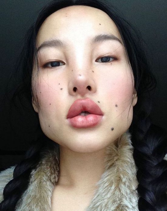 Tibetan Model Stuns Internet with Her Avatar-Like Features (7 pics)