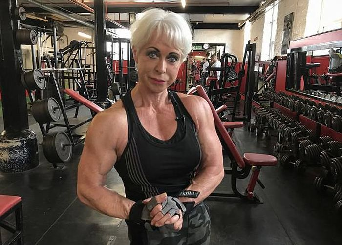 Bodybuilding Grandmother (8 pics)