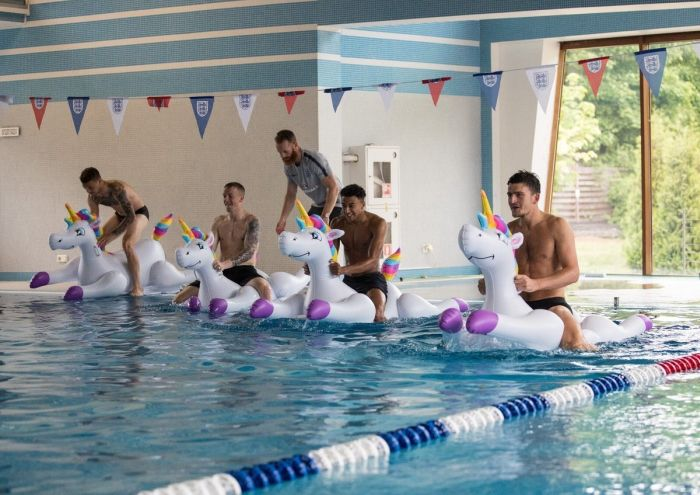 Weird Photos Of English National Football Team (5 pics)