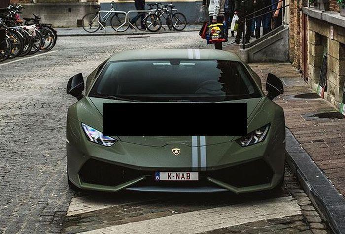 Vandals Destroy Lamborghini (4 pics)