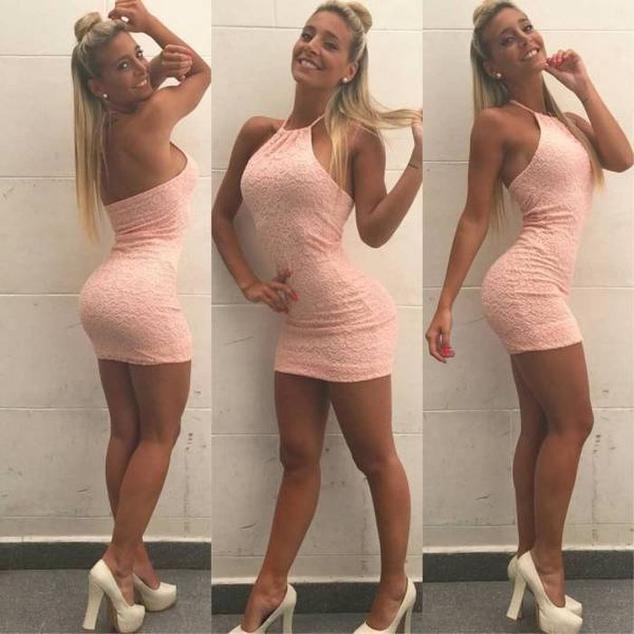 Girls In Tight Dresses (31 pics)