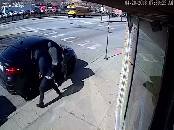Off-duty Cop Surprises Carjackers When They Try To Steal His Car