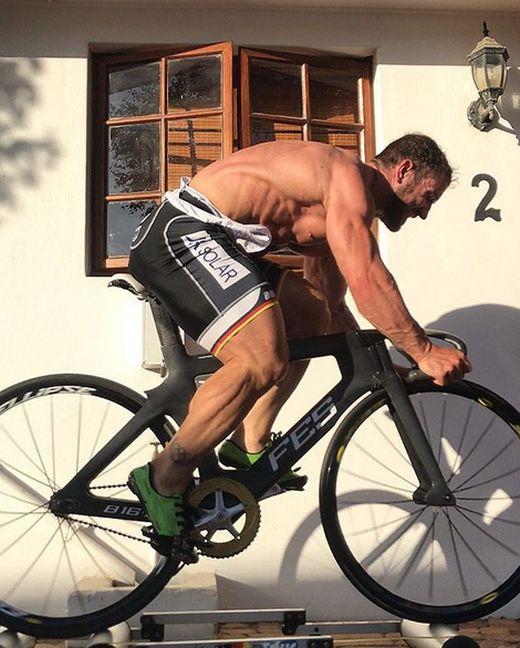 Track Cyclist  Robert Forstemann's Legs (4 pics)