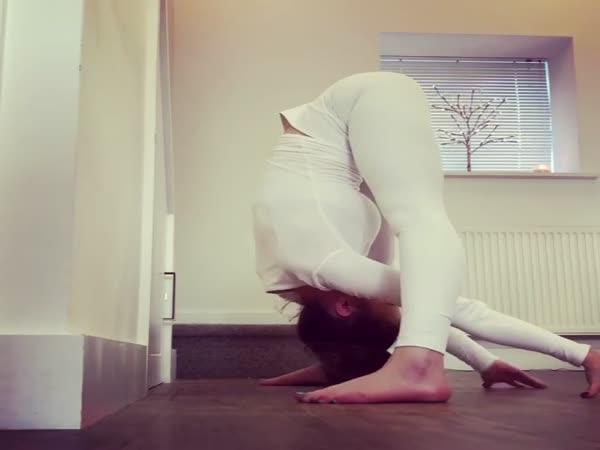 Flexible Girl Has Some Skills
