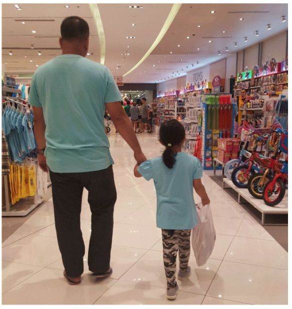 Husband/Daughter Holding Hands Since 2014 (16 pics)