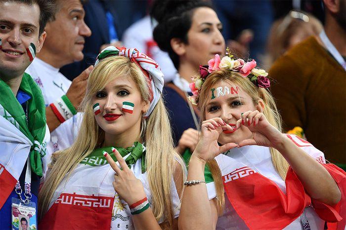 Iranian Fans (12 pics)