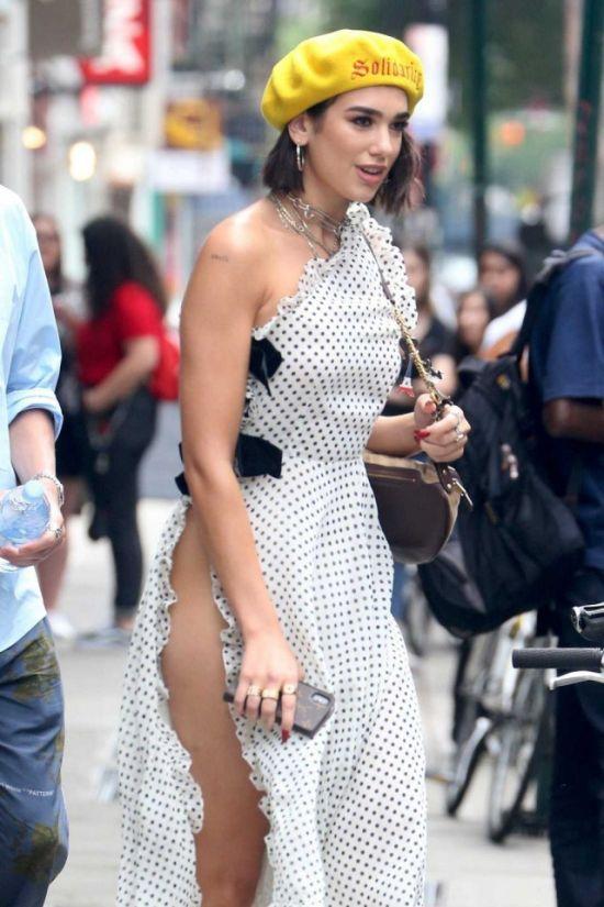 British Singer Dua Lipa Wearing A Nice Dress And No Underwear (5 pics)