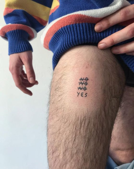 People Trust This Tattoo Artist As He Writes Whatever He Wants On Their Bodies (14 pics)