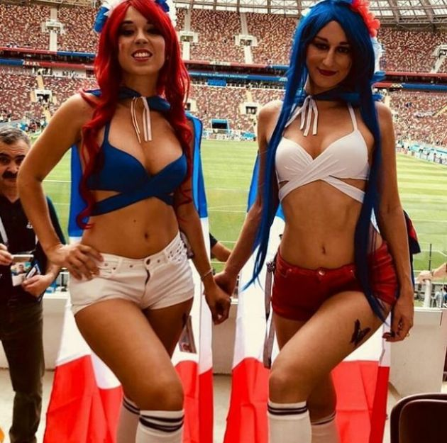 Cute French Fans (19 pics)