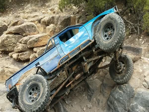 This Truck Going Horizontal While Climbing Over A Rock Is Crazy